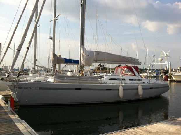 Universal Yachting UNIVERSAL YACHTING 44